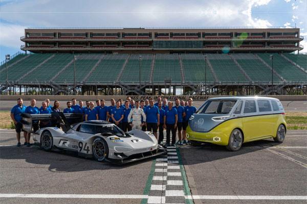 Volkswagen ID.R Pikes Peak dan ID.R Buzz, Volkswagen Motorsport Team dengan pengemudi Romain.  - VW