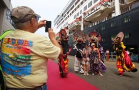 MS Maasdam Bawa 1.213 Wisatawan Sandar di Tanjung Emas