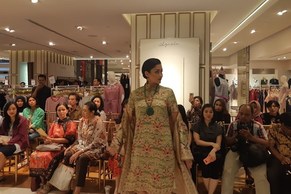Koleksi busana Imlek, Galeries Lafayette Jakarta. (Asteria Desi Kartika Sari - Bisnis).