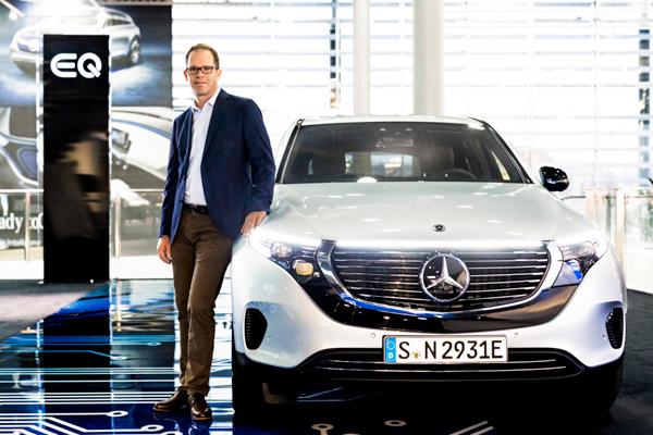 Wilko Stark, Anggota Dewan Divisi Manajemen Mobil Mercedes-Benz untuk Kualitas Pengadaan dan Pemasok, mendorong transformasi CASE ke depan dengan jaringan pemasok internasional. - DAIMLER