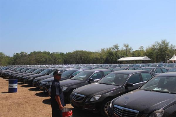 Mercedes Benz E200.  - BISNIS.COM/Ni Putu Ekar Wiratmini