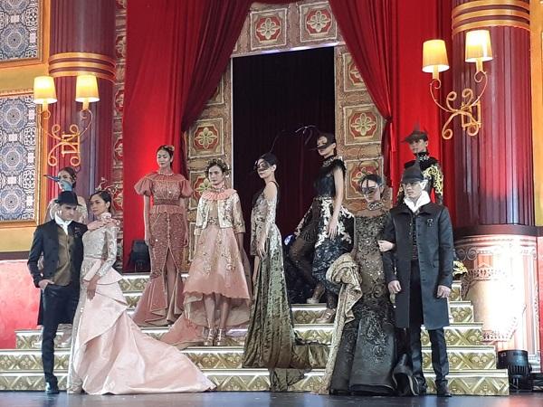 Penampilan Fashion Show di Emporium Pluit Mall -  Bisnis/Eva Rianti