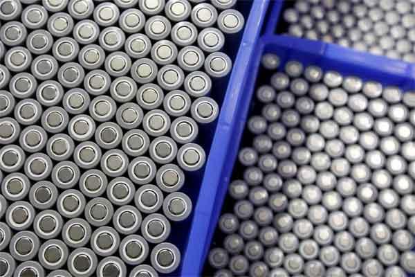 Baterai untuk kendaraan listrik diproduksi di pabrik Dongguan, China, 20 September 2017. - REUTERS