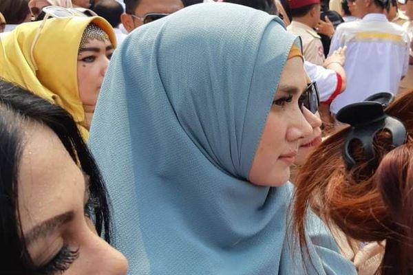 Mulan Jameela hadir saat capres Prabowo Subianto mendaftar ke KPU, Jakarta, Jumat (10/8). - JIBI/Rahmad Fauzan