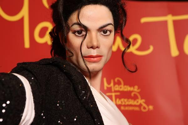Patung lilin Michael Jackson di Museum Madame Tussaud - madametussauds.com