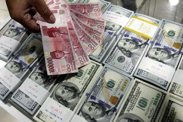 Rupiah dan Dolar AS.