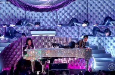 GRAMMY AWARDS 2019: Tampil Bareng Cardi B, Pianis Cantik Ini Jadi Viral