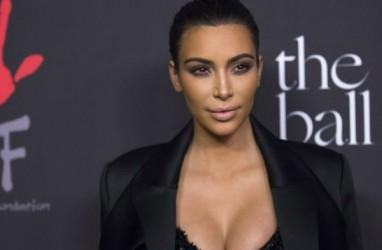 Kim Kardashian Unggah Foto Wajahnya yang Penuh Psoriasis