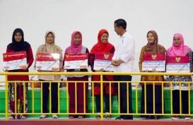 Jokowi Serahkan Bansos PKH & BNPT ke 1.055 Keluarga di Depok
