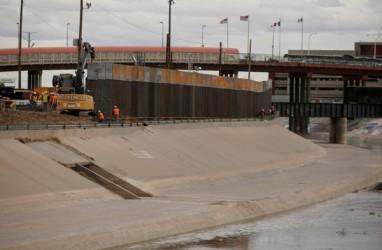 Militer Belum Ambil Putusan soal Tembok PembatasAS-Meksiko