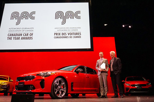 Kia Stinger memenangkan AJAC Car of the Year.  - KIA