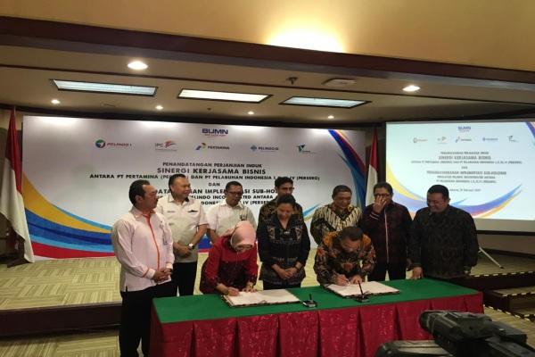 Penandatanganan Perjanjian Induk antara PT Pertamina (Persero) dan PT Pelindo I-IV (Persero) mengenai Sinergi Kerjasama dalam bidang Kepelabuhanan, Energi dan Pendayagunaan Aset yang akan dilaksanakakan di Kementerian BUMN, Senin (18/2/2019)./Bisnis - M. Nurhadi Pratomo