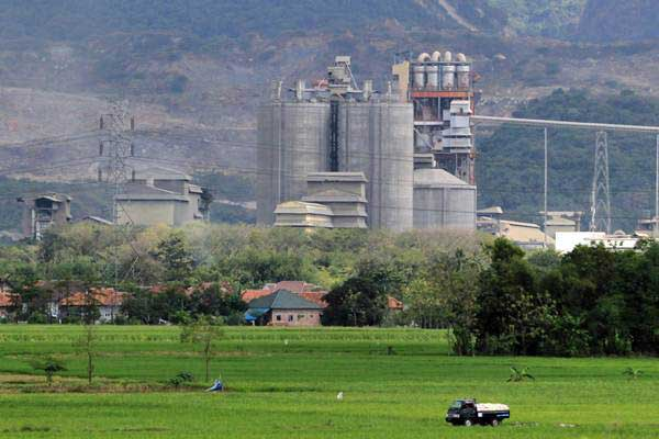 Pabrik semen milik PT Indocement