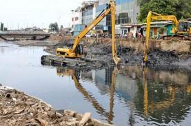 Musim Hujan, Pemprov DKI Kesulitan Keruk Sampah Sungai…