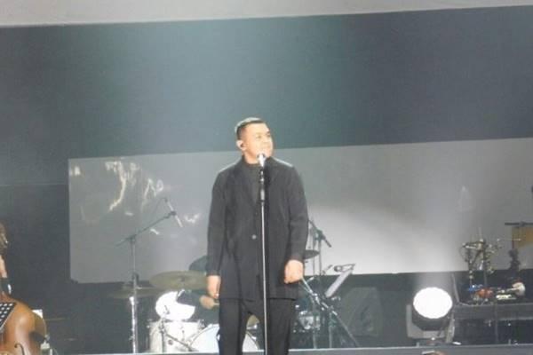 Penyanyi Tulus - Antara