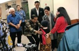 Jokowi Jenguk Anak Denada di Singapura Sambil Bawa Boneka. Ini Videonya