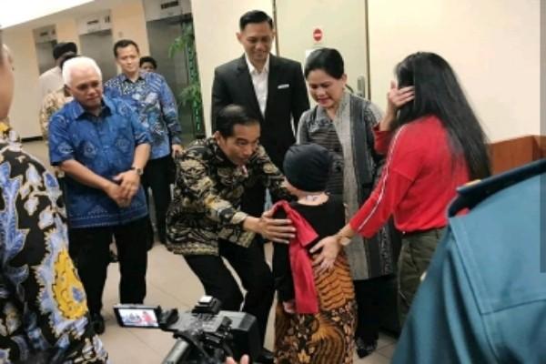Jokowi jenguk anak Denada - instagram