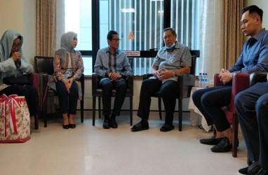 Ditemani Istri dan Ibu, Sandiaga Uno Jenguk Bu Ani Yudhoyono