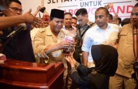 Prabowo Teteskan Air Mata Saat Terima Celengan Anak SD