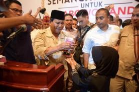 Prabowo Teteskan Air Mata Saat Terima Celengan Anak…