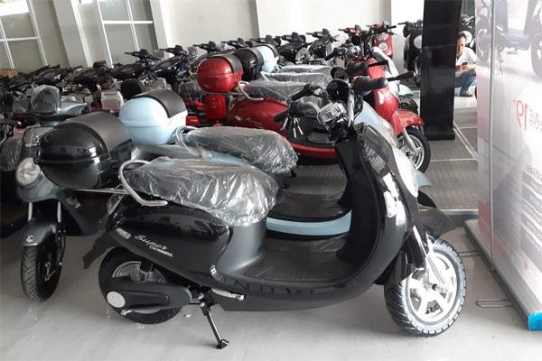 Sepeda Motor Listrik U-Winfly. - BISNIS.COm