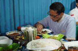 Berkunjung ke Kupang, Sandi Santap Ikan Bakar di Rumah Makan Kaki Lima Ini