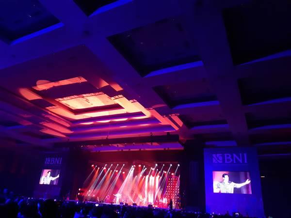Tata lampu dan panggung saat Afgan tampil di