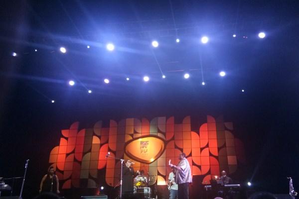 "Penyanyi muda Nima Ilayla hadir melengkapi penampilan basist asal Chicago, AS, Michael Manson di Jakarta International BNI java Jazz 2019, Minggu (3/3 - 2019). Penyanyi berusia 17 tahun ini membawakan lagu ""Thank You, Next"" dan ""Killing Me Softly""."