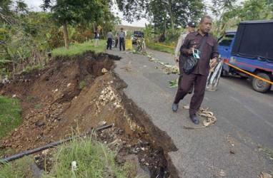 Jalan Ruteng-Reo Manggarai Putus Diterjang Longsor