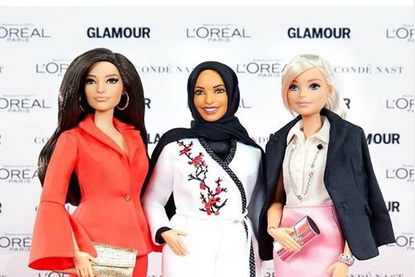 Boneka Barbie berhijab (tengah). - Instagram @ibtihajmuhammad