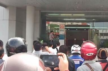 Pria Yang Mengamuk & Membawa Parang di Kantor BNI Dumai Ditembak Polisi