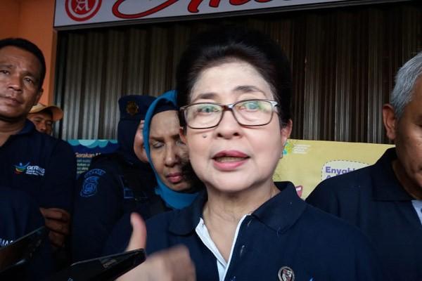 Menkes Nila Moeloek usai melakukan peninjauan Pasar Jaya Kramat Jati, Kramat Jati, Jakarta Timur, Jumat (19/10/2018). - Bisnis/Nur FaizahAl Bahriyatul Baqiroh