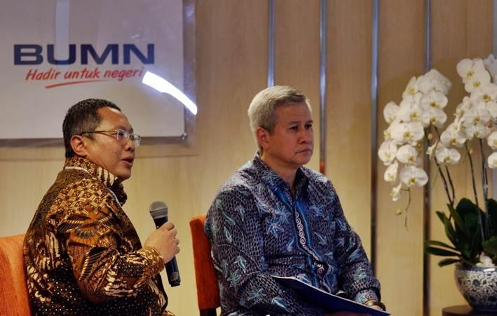 Kepala Biro Umum dan Humas Kementerian BUMN Wahyu Wibowo (kiri) dan Koordinator Bidang Komunikasi Peringatan HUT Kementerian BUMN Rohan Hafas memberikan penjelasan pada konferensi pers di Jakarta, Senin (4/3/2019). - Bisnis/Nurul Hidayat
