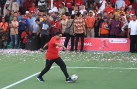 Resmikan Pembangunan Jakarta International Stadium, Anies Main Bola