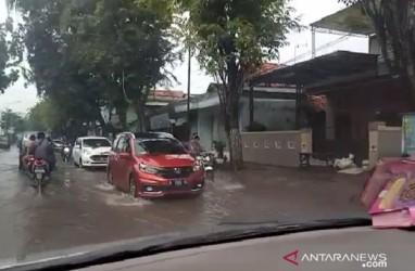 Jalur Penghubung Antarkabupaten di Madura Terendam Banjir