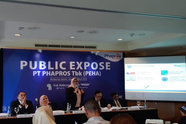 Direktur Utama PT Phapros Tbk. Barokah Sri Utami (tengah) dalam public expose pada Kamis (14/3/2019)./Bisnis - Azizah Nur Alfi