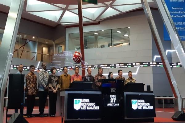 PT Batavia Prosperindo Aset Manajemen menerbitkan dua produk reksa dana ETF yang dapat diperdagangkan di BEI, yaitu Batavia IDX30 ETF (XBID) dan Batavia SRI-KEHATI ETF (XBSK) - Dwi Nicken Tari