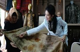 Kain Jumputan Gambo Muba Eksis di Indonesia Fashion Week 2019