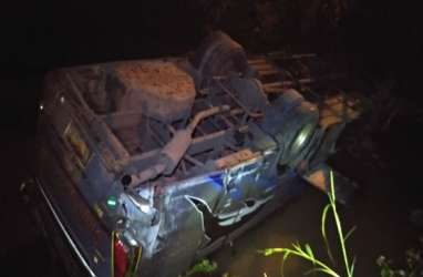 Bus Sugeng Rahayu Terjun ke Sungai di Ngawi, Dua Meninggal, 14 Luka-luka