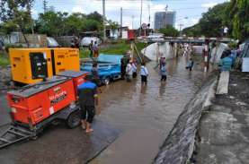 Viaduk Gilingan Di Surakarta Terendam Banjir