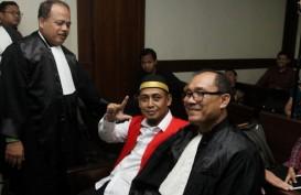 Terdakwa Hoaks 7 Kontainer Surat Suara Acungkan Dua Jari