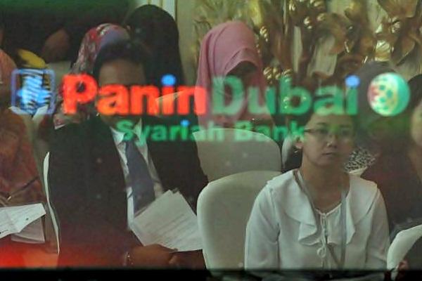 Refleksi monitor saat konferensi pers peresmian nama dan logo Panin Dubai Syariah Bank di Jakarta, Selasa (21/3). - JIBI/Dwi Prasetya