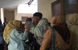 Isak Tangis Keluarga Sambut Vonis 8 Tahun Mantan Kalapas Sukamiskin Wahid Husein