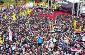Ribuan Massa Menyemut di Stadion Singaperbangsa Karawang, Sambut Jokowi-Ma'ruf Amin