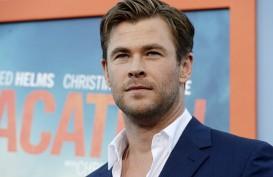 Bintang 'Thor' Chris Hemsworth Incar Peran James Bond