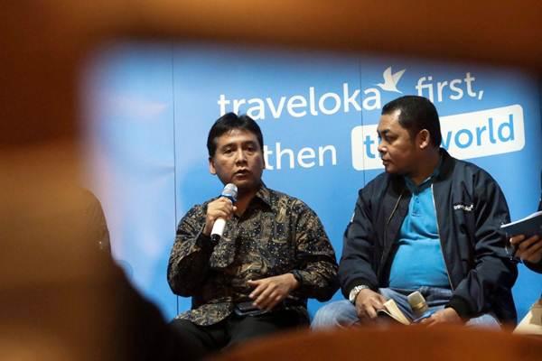 Ketua Perhimpunan Hotel dan Restoran Indonesia (PHRI) Hariyadi Sukamdani (kiri) dan GM Accomodation Traveloka John Safenson memberikan paparan dalam jumpa pers Traveloka Hotel Awards 2018 di Jakarta, Senin (15/10/2018). - JIBI/Felix Jody Kinarwan