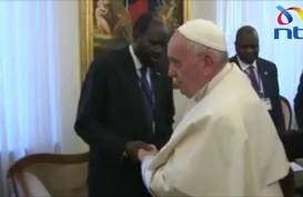 Cium Kaki Para Pemimpin Sudan Selatan, Paus Fransiskus Desak Sudan Selatan Jaga Perdamaian