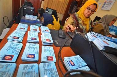 Pemilih Pakai KTP Elektronik Bisa Mencoblos Pukul 12.00 Waktu Setempat