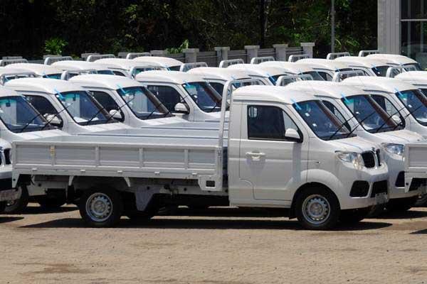 Sejumlah mobil pikap terparkir di halaman pabrik mobil Esemka di Sambi, Boyolali, Jawa Tengah, Senin (22/10/2018). - ANTARA/Aloysius Jarot Nugroho