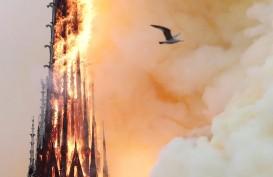 Foto-foto Katedral Notre Dame di Paris Terbakar